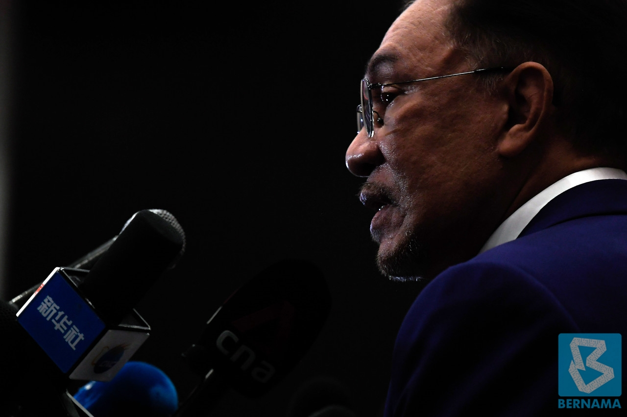 Malaysia's Anwar meets king in bid to topple government